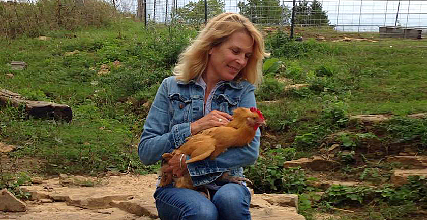 Changing The World: Women Who Save Animals 👩🏽‍ 🐔 🐈 🐕